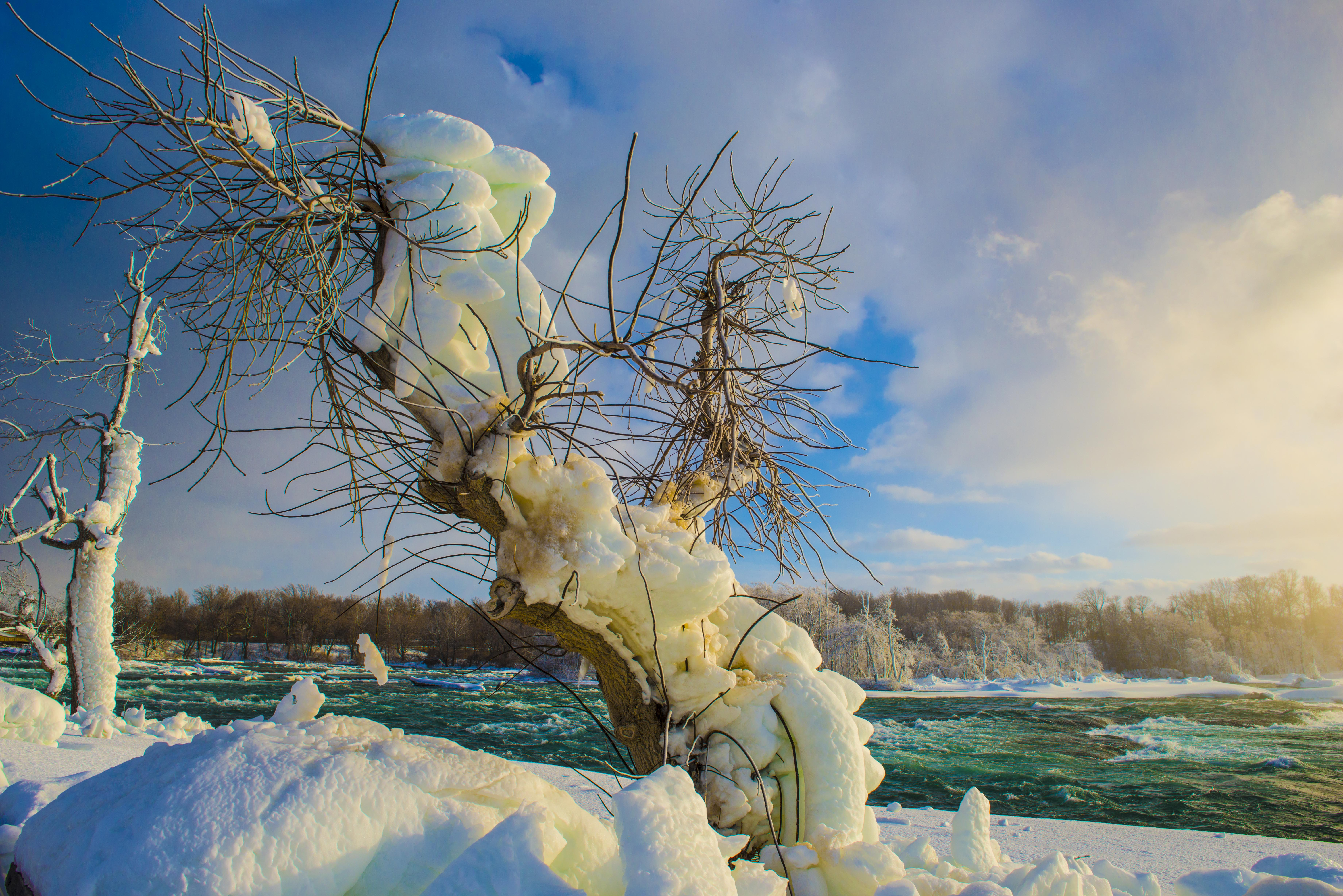 Niagara Falls in Winter Photographed by Tom Till