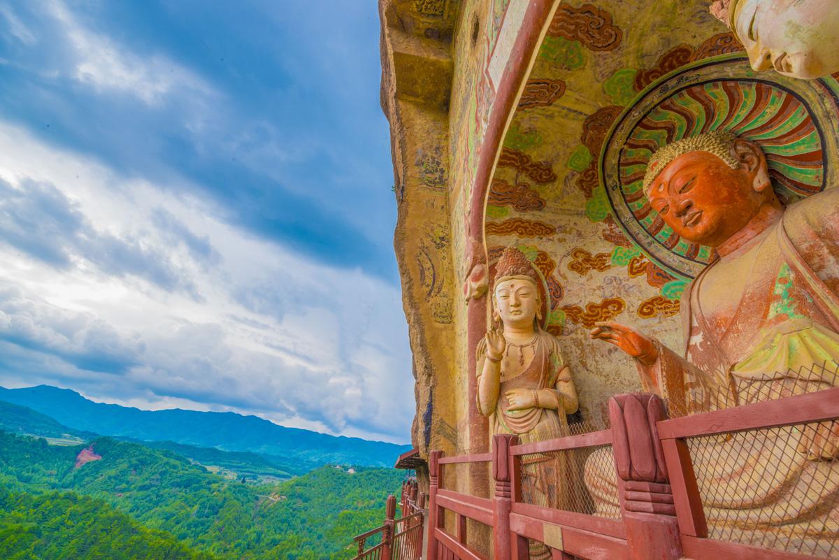 Buddha statues, Maijishan Mountain Grottos, Gansu Province, China photographed by Tom Till