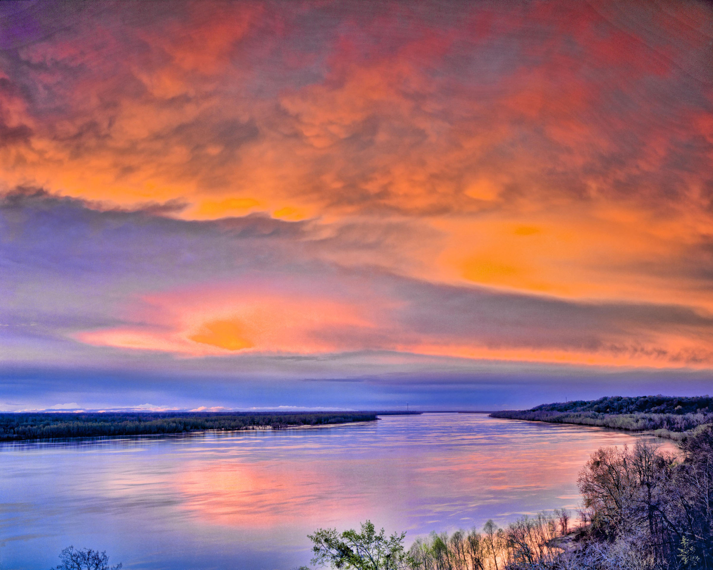 Spring Sunset, Mississippi River, Natchez Trail photographed by Tom Till